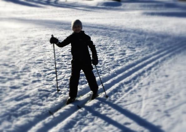 Onnellinen hiihtäjä